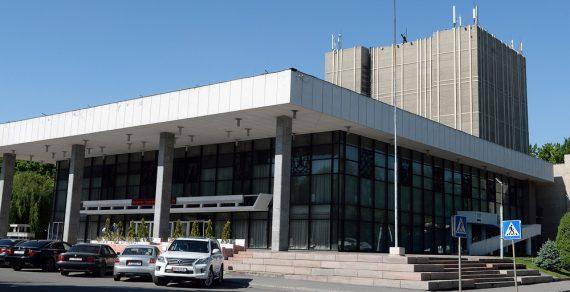 В трех театрах Бишкека и Оша проведут капитальный ремонт