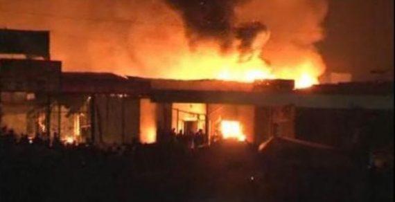 Сегодня ночью пожар охватил центральный рынок города Жалал-Абада