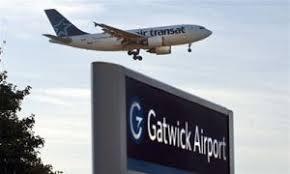 Очевидец снял эффектные кадры излондонского аэропорта Гэтвик