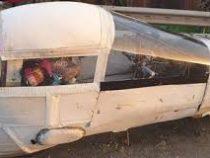 Полицейским пришлось отпустить машину, сделанную из дерева и клейкой ленты