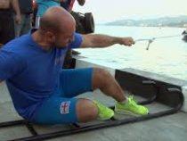 Грузинский тяжелоатлет сдвинул морской буксир одним пальцем
