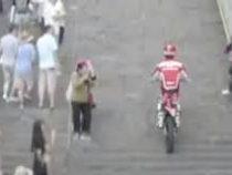 Мотоциклист стал рекордсменом, въехав на знаменитую гору