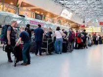 Эксперты выяснили, почему россияне предпочитают заранее занимать очередь на посадку в самолет