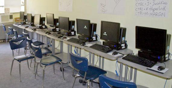 Компьютеры во всех школах КР появятся в следующем году