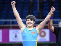 Мээрим Жуманазарова выиграла серебро начемпионате мира с по женской борьбе