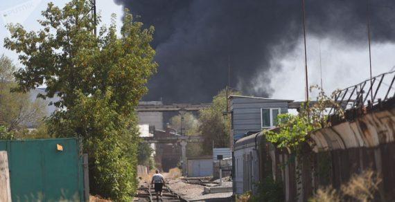 При пожаре в западной части Бишкека пострадали два человека