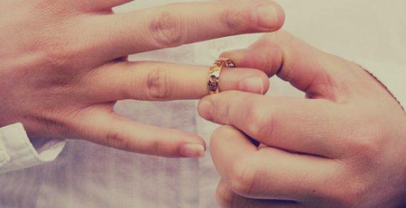 «Задушенная любовью» мужа женщина подала на развод