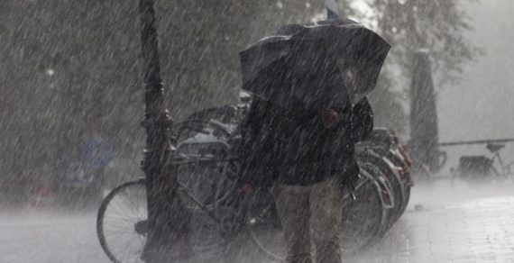 МЧС выступило со штормовым предупреждением. В Кыргызстане ожидается снег
