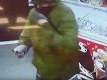 Девочка закидала хлебом вооруженного грабителя и прогнала его