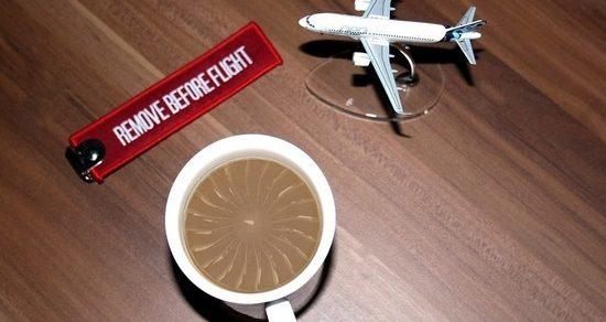 Чай и кофе на борту самолета лучше не пить