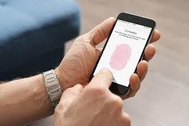 Apple разрабатывает внутриэкранный сканер отпечатка пальца для iPhone