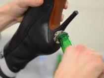 Созданы ботинки с открывашкой для пива в каблуке