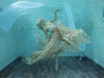 Фотограф построил чудесную подводную комнату для волшебных фотосессий