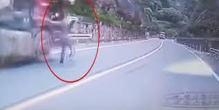 Быстроногий храбрец сумел остановить «сбежавший» грузовик