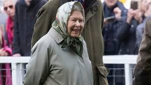 Елизавета II подшутила над туристами, не узнавшими ее