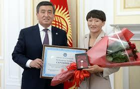 Президент Жээнбеков подарил  Айсулуу Тыныбековой  трехкомнатную квартиру в Бишкеке