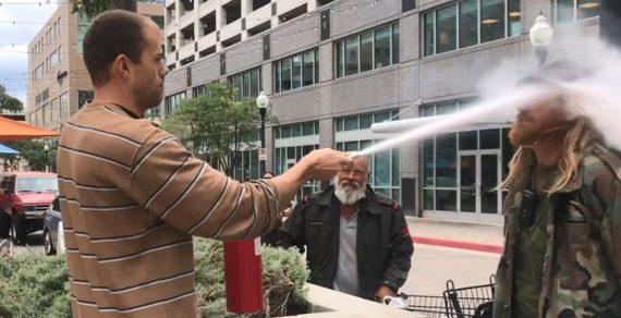 Владелец ресторана прогнал курильщика с помощью огнетушителя