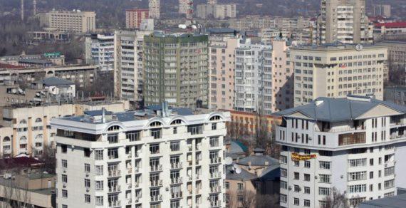 Работник мэрии Бишкека продал восемь муниципальных квартир