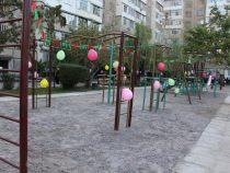 В Октябрьском районе столицы открылась детская площадка