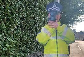 Полицейские пытаются найти своего пропавшего картонного коллегу