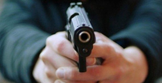 Пуля в ягодицу: два бойца ММА устроили дуэль на пистолетах