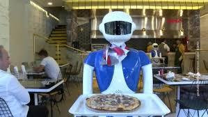 В Стамбуле появились роботы-официанты