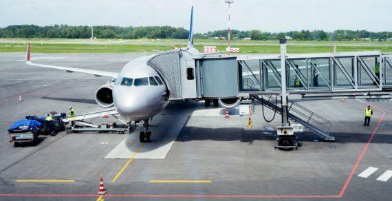 Механик сломал самолет, чтобы получить деньги за его починку