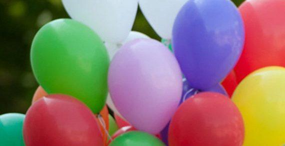 Продавец воздушных шаров в США едва сам не улетел в небо