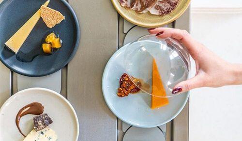 Ресторан запустил первую в мире конвейерную ленту с сыром