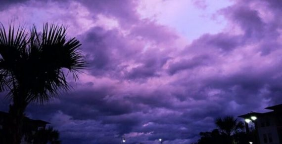 После урагана «Дориан» небо во Флориде приобрело жутковатый цвет