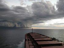 Два урагана бушуют в Атлантике