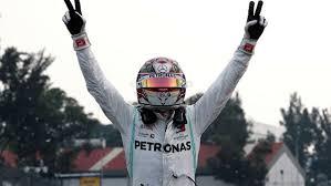 Британский гонщик «Формулы-1» Льюис Хэмилтон стал победителем Гран-при Мексики