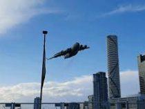 В Австралии военно-транспортный самолет устроил «слалом» среди небоскребов
