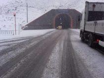 На перевале Тоо-Ашуу и в долине Суусамыр на дорогах наблюдается гололедица