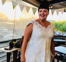 Чудачка постоянно носит свадебное платье, чтобы оправдать его стоимость