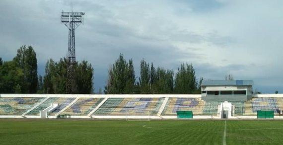 Стадион в Караколе ремонтируют впервые за 47 лет