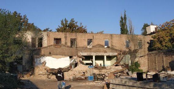 В Бишкеке начали сносить здание типографии «Эркин-Тоо»