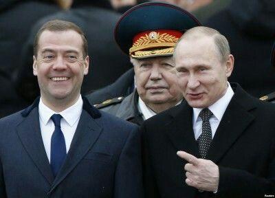 Президент России в день своего рождения повысил себе зарплату