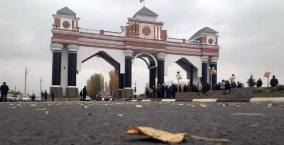При въезде в Джалал-Абад реконструировали арку