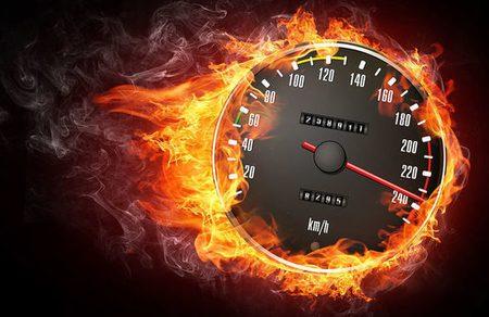 Автомобилист «немного опаздывал на работу» и разогнался до 203 км/ч