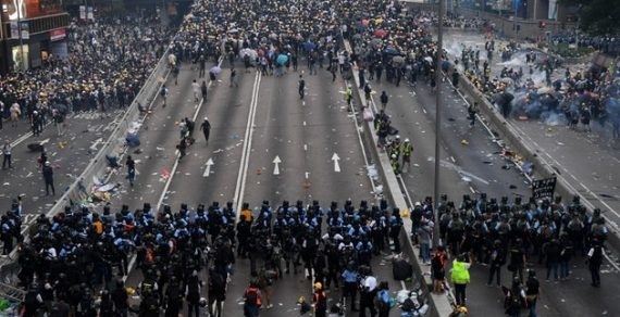 Студенты из Кыргызстана начали покидать Гонконг