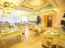 Ресторан, предлагающий женщинам «золотое бесплатное меню», обвинили в дискриминации