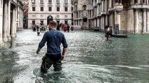 В Венеции объявлен режим ЧС из-за рекордного за полвека наводнения
