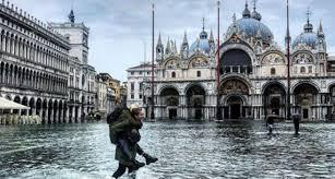В Венеции введен режим чрезвычайного положения