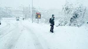 ВоФранции из-за сильного снегопада 140 тысяч домов остались без света