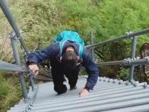 Жителям высокогорной деревни построили высокую лестницу