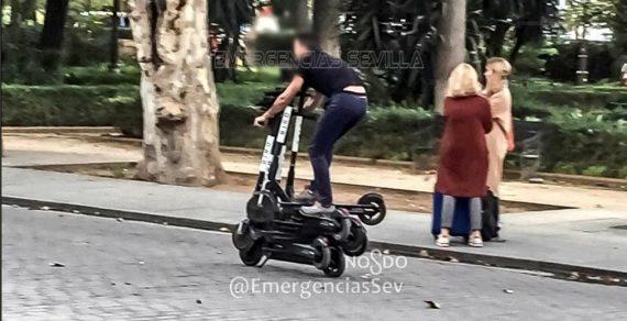 Экстремально: В Испании задержан мужчина, который ехал сразу на 6 самокатах