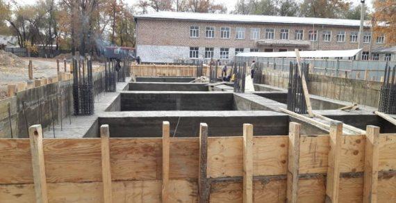 В четырех школах Бишкека построят дополнительные корпусы