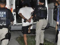 В США арестовали мужчину, подарившего детям конфеты с лезвиями