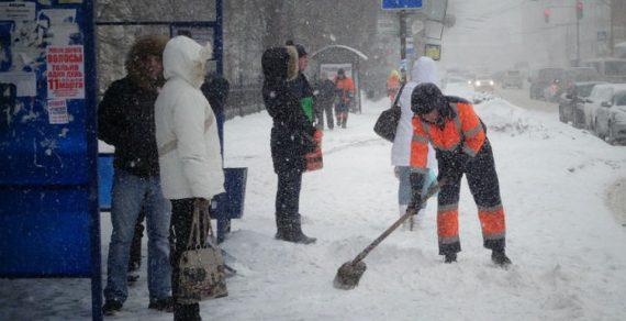 На Каракол обрушился снежный циклон
